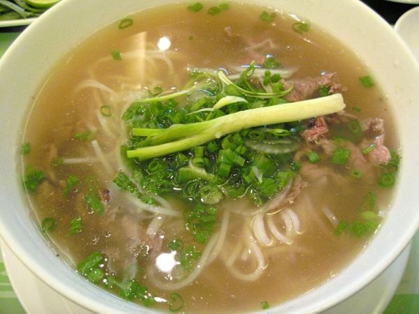800px-vietnamese_pho_beef_noodles_2007.jpg